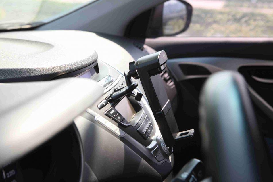 Автомобильный держатель для планшетов